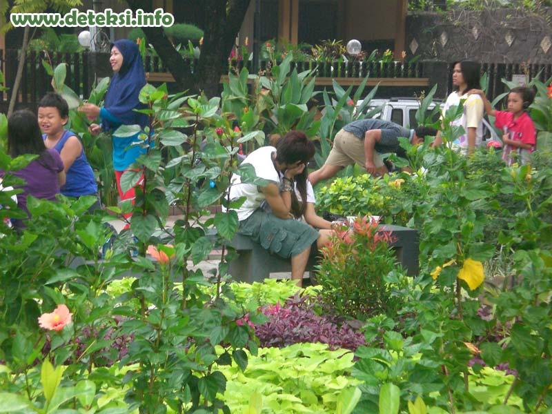 Ngintip Orang Pacaran Di taman wow Mesranya